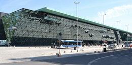 O krok od śmierci na krakowskim lotnisku. Pracownik ochrony uratował pasażera