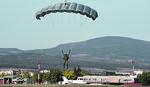 """SKOKOVI IZ """"SUPER HERKULESA"""" Američki padobranci sleću u Batajnicu"""