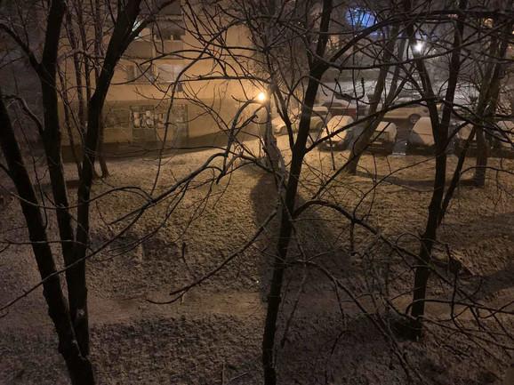 Na Banovom brdu sneg pada već sat vremena