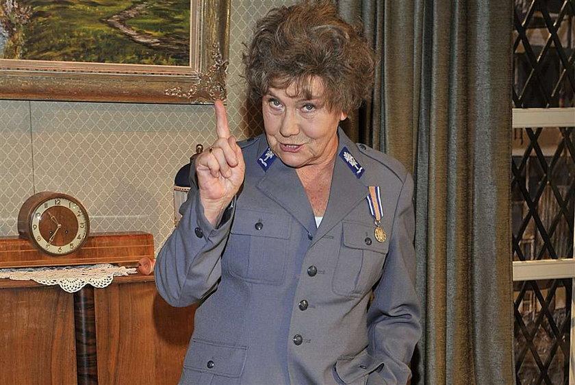 Lipowska w mundurze milicjanta. FOTO