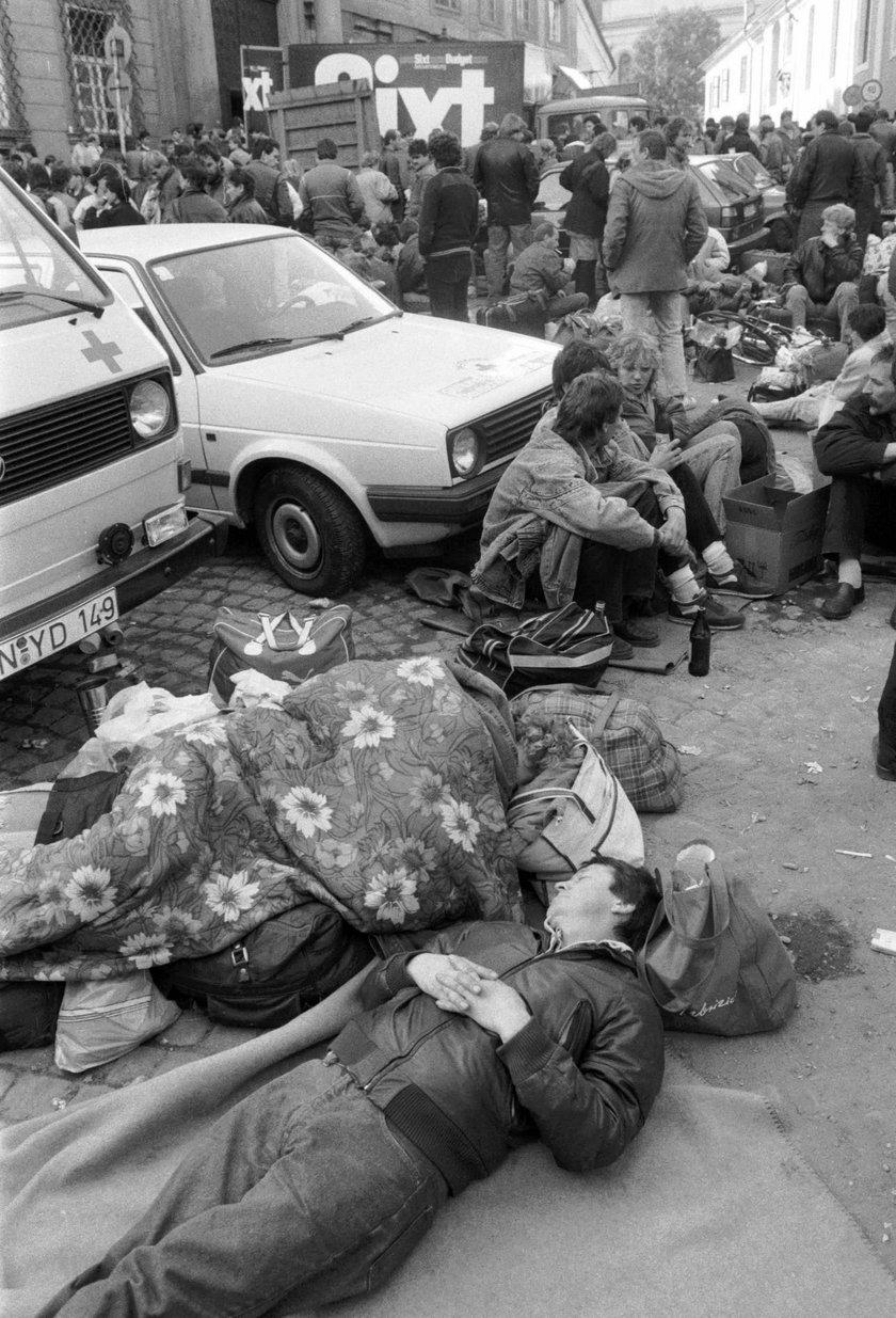 Uciekali przez Polskę po lepsze życie. Na naszej granicy przetoczyło się tysiące Niemców
