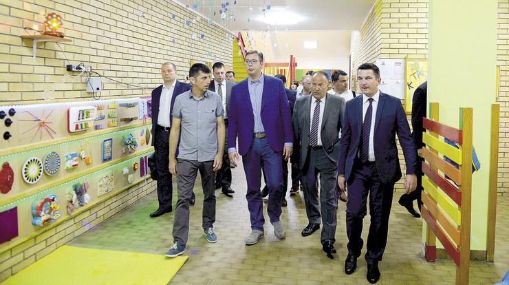 Ministarstvo prosvete ćuti i ne preduzima ništa, jer je i ono pod kontrolom partokratije: Kada se neznalica sa diplomom zaposli u državnom aparatu, pati cela nacija