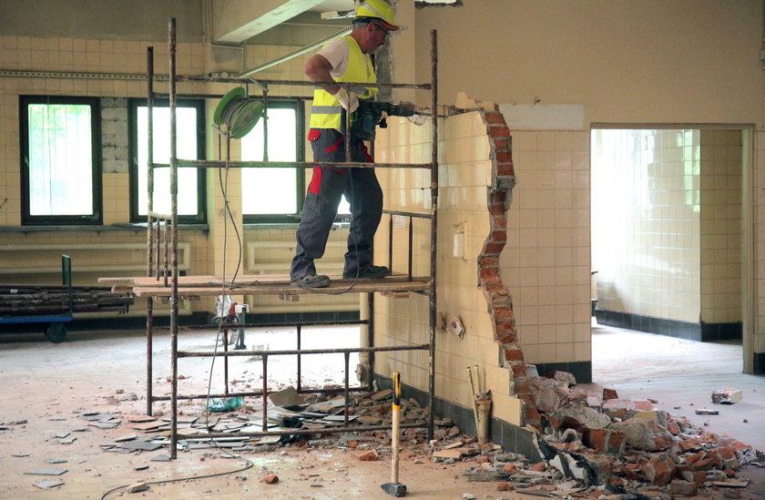 Budowa apteki w Matce Polce