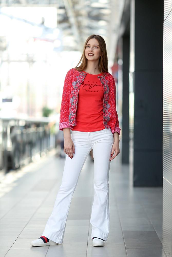 """Džemper """"Ivko"""", 8.750 din, majica """"Pepe jeans"""", 2.792 din, farmerke """"Attrattivo"""", 5.340 din, patike """"Nine west"""", 5.170 din"""