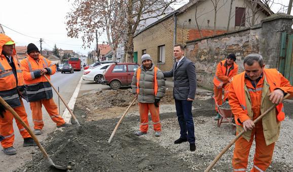Gradonačelnik obišao radove u Surčinu