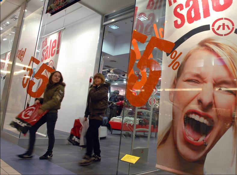 Początek roku to także sygnał do rozpoczęcia wielkich wyprzedaży w centrach handlowych