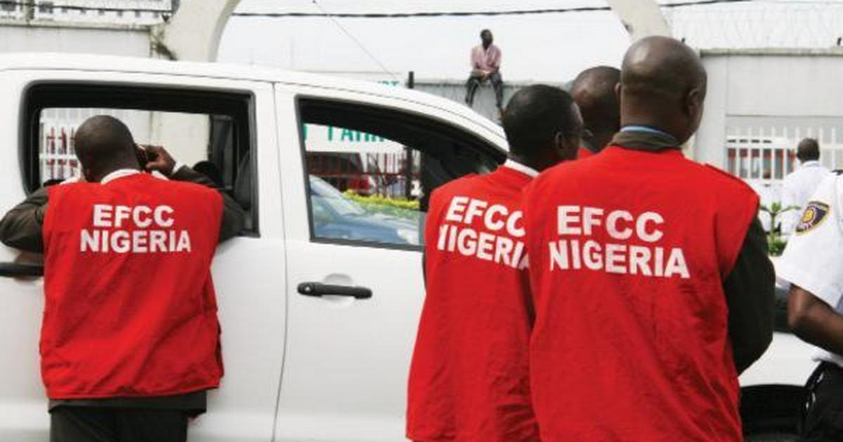 EFCC arrests, hands over 26 suspects to NAFDAC for selling adulterated palm oil - Pulse Nigeria