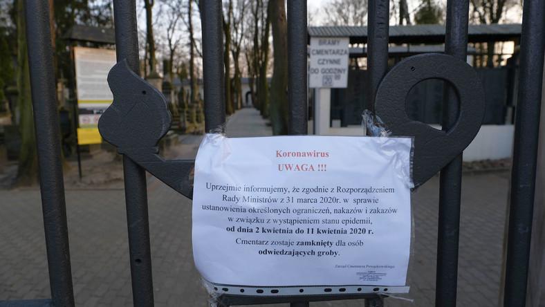 Cmentarz Powązkowski zamknięty z powodu koronawirusa