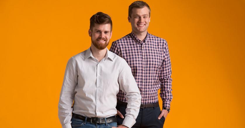 Versum założyli w 2011 roku dwaj przedsiębiorcy - Sebastian Maśka i Paweł Kantyka