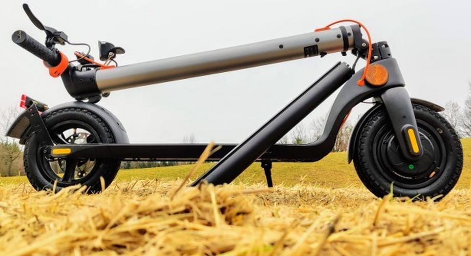 Trekstor EG40610: E-Scooter mit Wechselakku & Luftreifen im Test