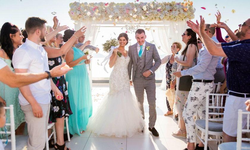 Lyndsey i Sean Hendersonowie wzięli bajkowy ślub na Santorini