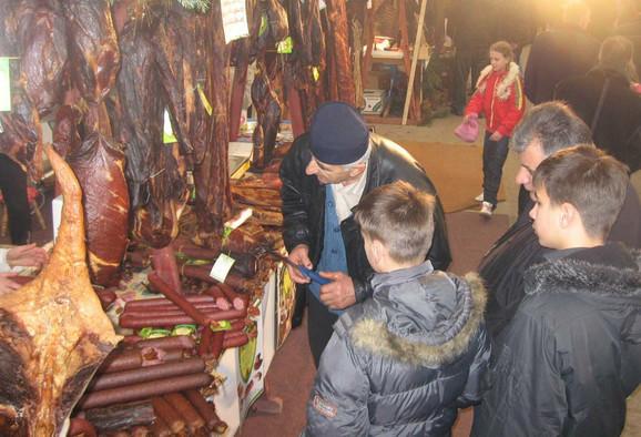 Meštani lako prepoznaju pršut od švercovanog mesa, ali ne i gosti na Zlatiboru i kupci u drugim gradovima