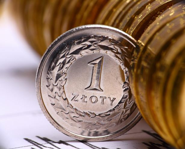 Złoty umacnia się w stosunku do głównych walut.