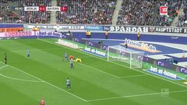 Hertha Berlin - Bayern Monachium: Robert Lewandowski podwyższył prowadzenie gości