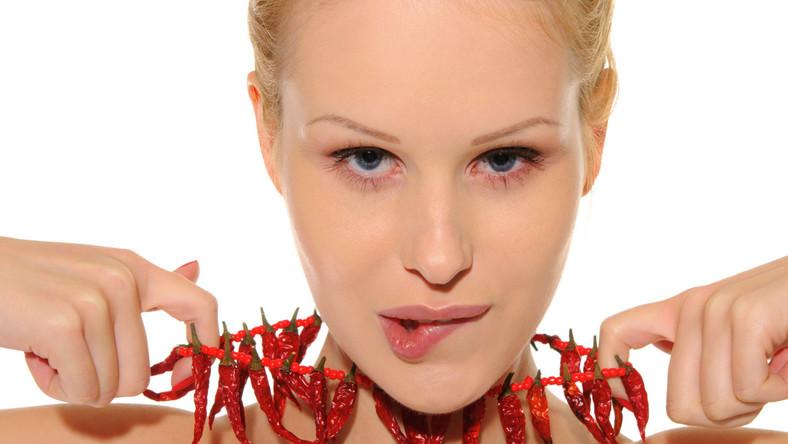 Znajdująca się w papryce chili kapsaicyna działa jak środek znieczulający oraz wykorzystywana jest w leczeniu nowotworów