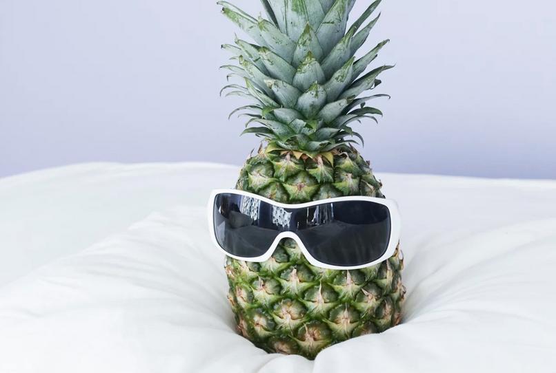 warum man sich eine ananas neben das bett stellen sollte. Black Bedroom Furniture Sets. Home Design Ideas
