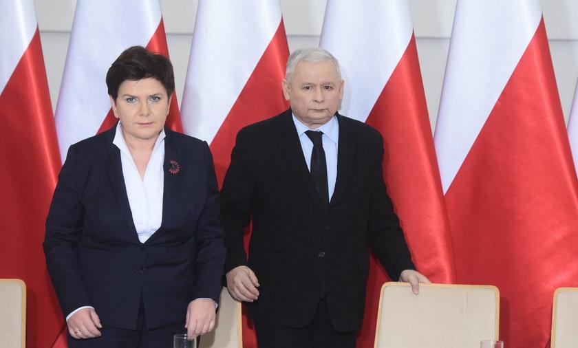 Kaczyński do Szydło: pokaż, proszę, pazurki