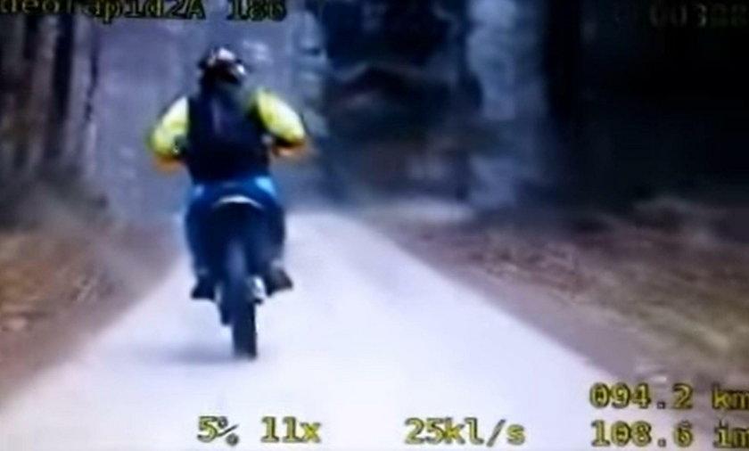 Fakt dotarł do kolejnego motocyklisty staranowanego przez sierżanta Karola S.: Wepchnął do rowu i skuł kajdankami