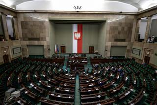 Burzliwa debata przed głosowaniem ws. ustawy antyterrorystycznej. Kaczyński: Kiedyś mając poparcie wymiaru sprawiedliwości broniliście złodziei, teraz bronicie terrorystów