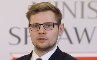 Zakażony koronawirusem minister Woś czuje się gorzej