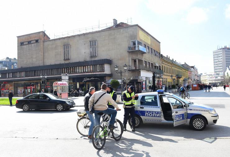Novi Sad 27 Saobracajna policija kaznjava bicikliste u centru grada foto Nenad Mihajlovic