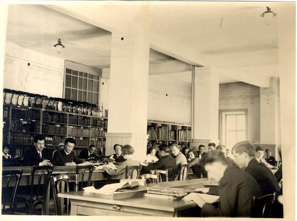 Biblioteka je osnovana 1838, ali je zgradu dobila tek 1925.