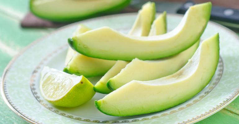 Awokado - jak jeść, właściwości i kalorie. Przepisy: pasta i sałatka