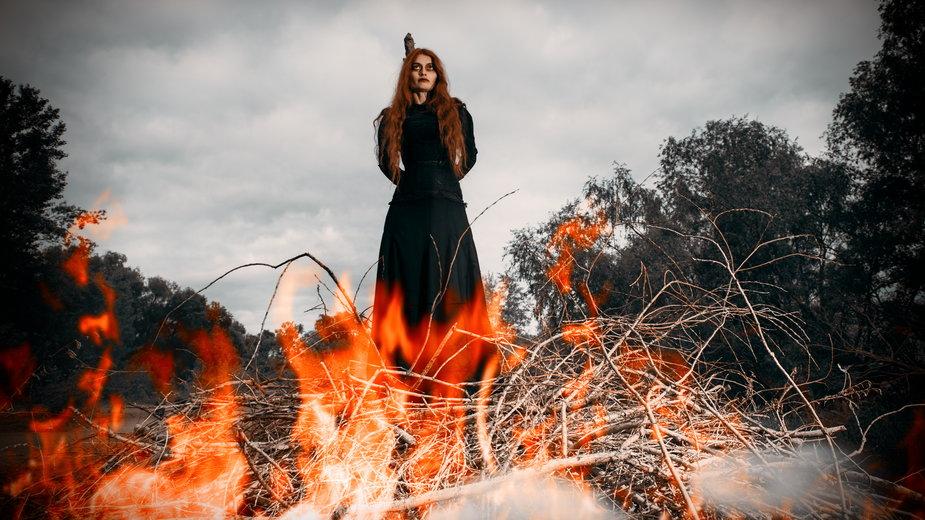 Spalenie czarownicy stos inkwizycja