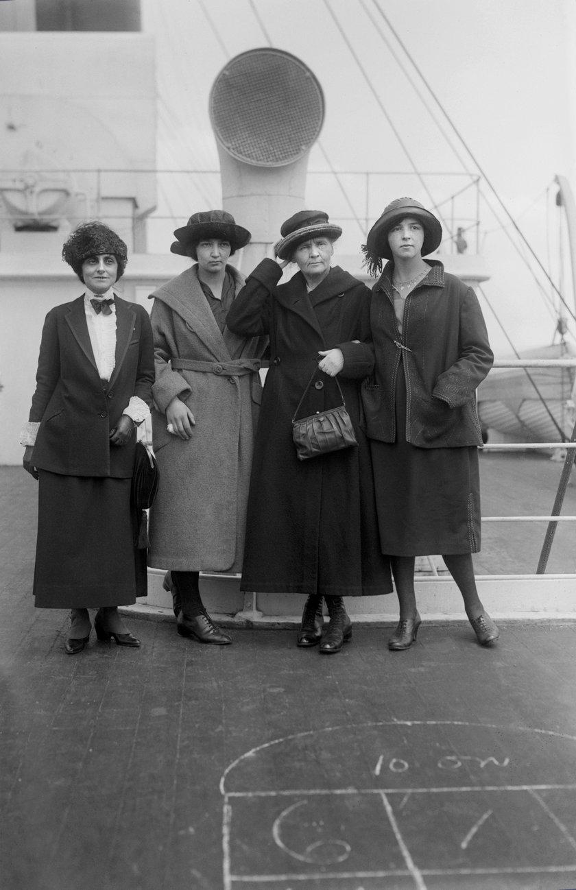 Maria Skłodowska-Curie z córkami - Irene i Eve