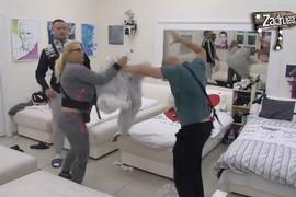 """POLILA MU KREVET ULJEM Haos u """"Zadruzi 2"""", Brendon NASRNUO na Mariju Kulić, obezbeđenje ih razdvajalo (VIDEO)"""
