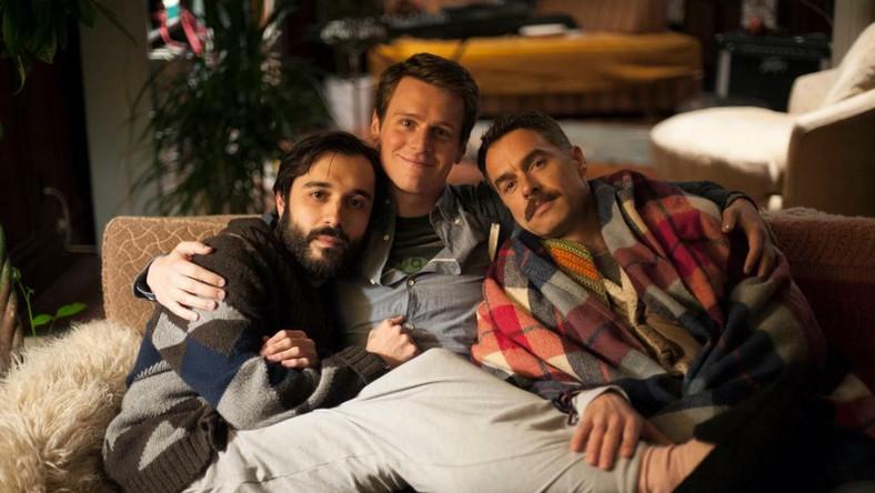 Bohaterami serialu HBO Spojrzenia (Looking) są Patrick, Agustín i Dom – trójka przyjaciół, z których każdy jest na innym etapie życia.
