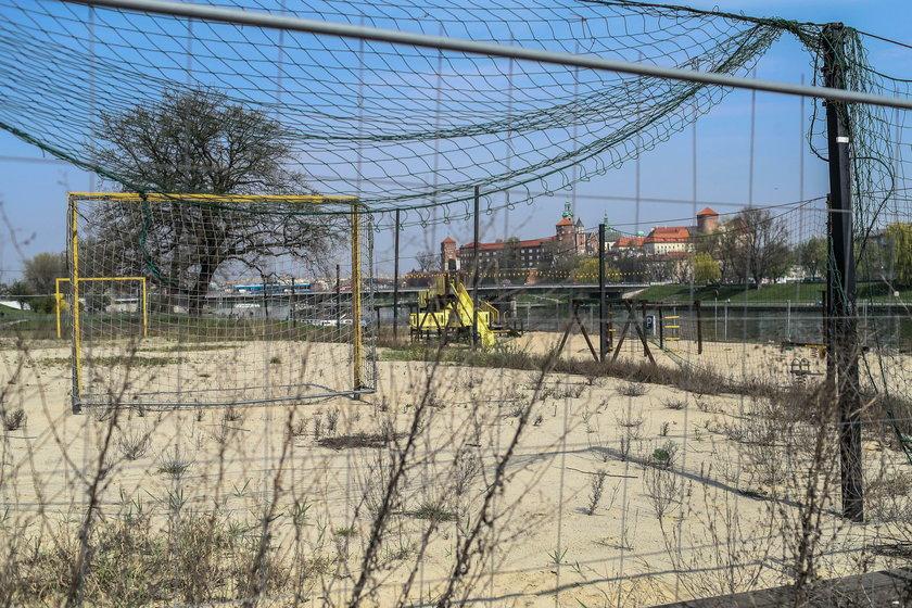 Plaża zamknięta na czery spustyt