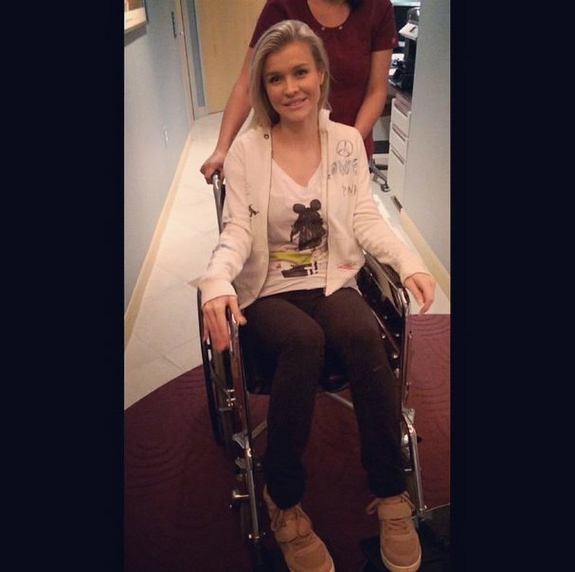 Joanna Krupa na wózku inwalidzkim