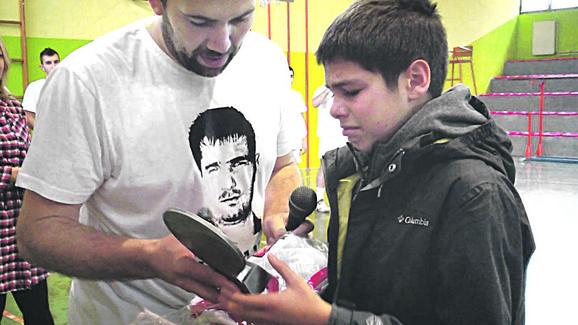 Zoranov sin Luka primio je prigodne poklone od kluba