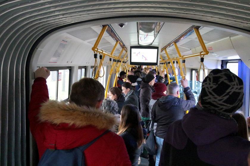tłok w tramwaju