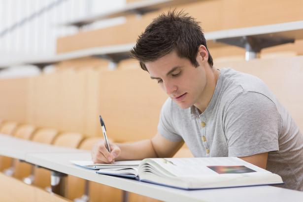 Prorektor ds. studenckich utrzymał w mocy zaskarżoną decyzję.
