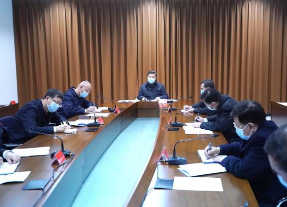Si na sastanku sluša izveštaj o prevenciji epidemije u centru za kontrolu i prevenciju bolesti u Pekingu 10. februara