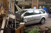 Lotos club04 automobil uleteo medju pesake foto Marija Antonijevic