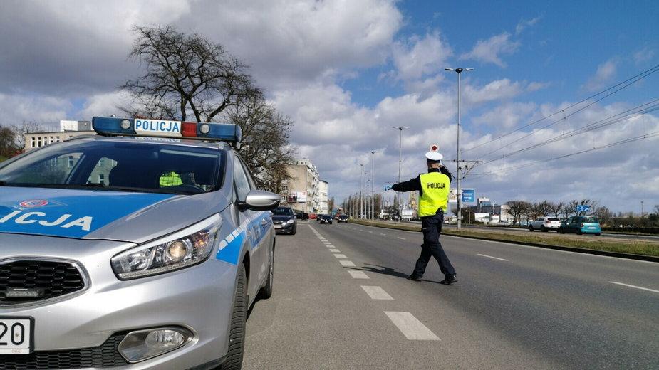 Policjanci w Szczecinie zatrzymali prawo jazdy 13 piratom drogowym