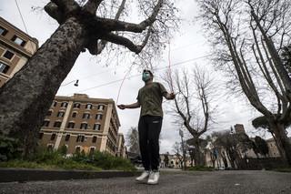 Koronawirus we Włoszech: Zaostrzone przepisy - Rzym zamyka parki, Sassari zakazuje spacerów