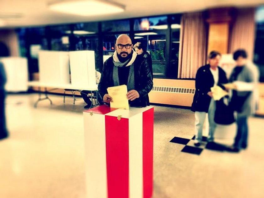 Piotr Gąsowski głosuje w wyborach