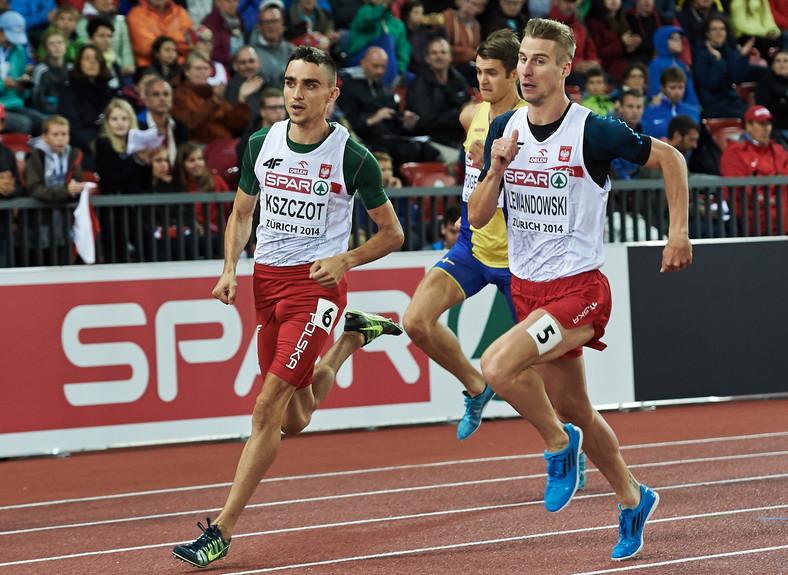 Polacy Polak Adam Kszczot (L) i Marcin Lewandowski (P) w półfinałowym biegu na 800 m podczas lekkoatletycznych mistrzostw Europy w Zurychu
