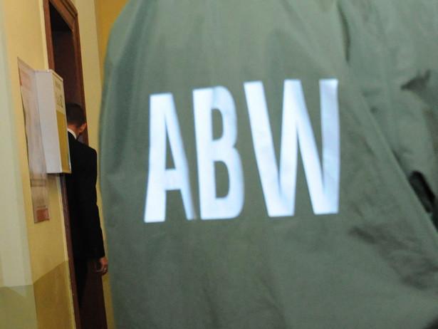 Zatrzymani przez ABW, to Adrian M., Tomasz Sz. oraz Michał P.