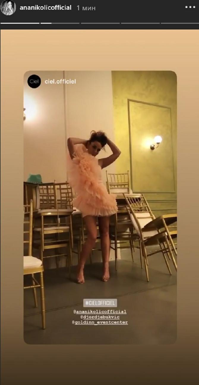 Ana u roze haljini