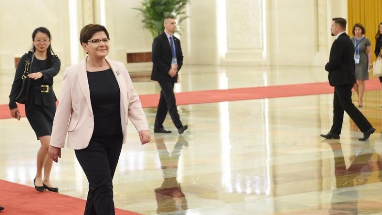 Polska premier przebywa obecnie z wizytą w Chinach. Wczoraj, na jednym z pierwszych oficjalnych spotkań pokazała się w wyjątkowo udanej stylizacji...