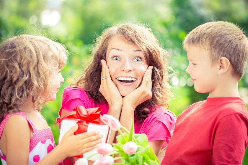 Dzień matki 26 maja. Co oferująBiedronka, Lidl i Netto?