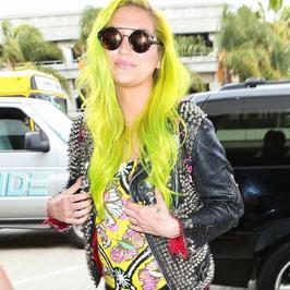 Kesha z zielonymi włosami. Wygląda oryginalnie czy nieładnie?
