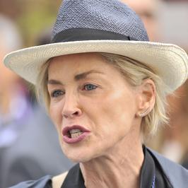 Sharon Stone - szyja gwiazdy zdradza jej wiek. Zobaczcie najnowsze zdjęcia aktorki