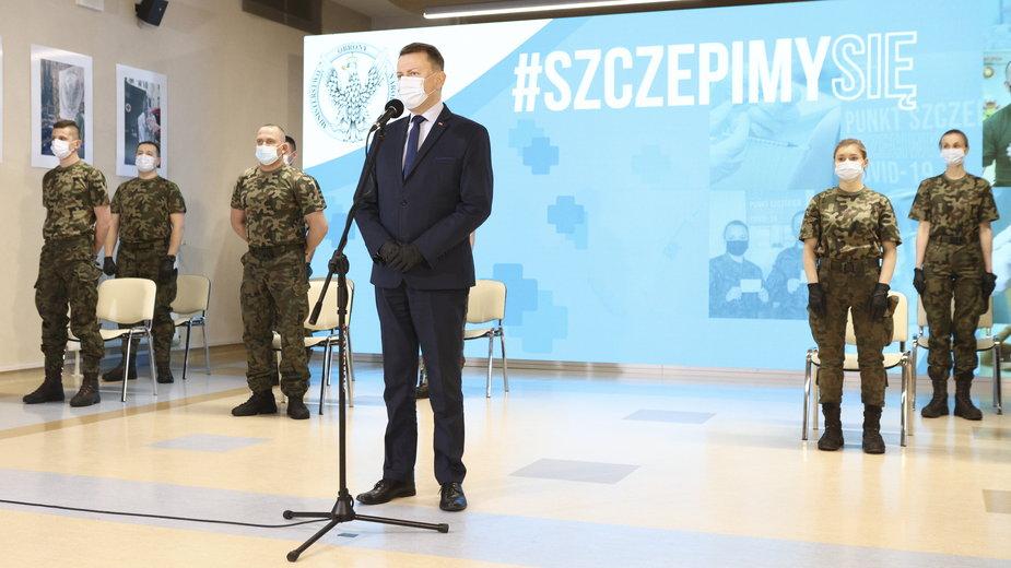 Mariusz Błaszczak ogłasza szczepienia dla służb mundurowych