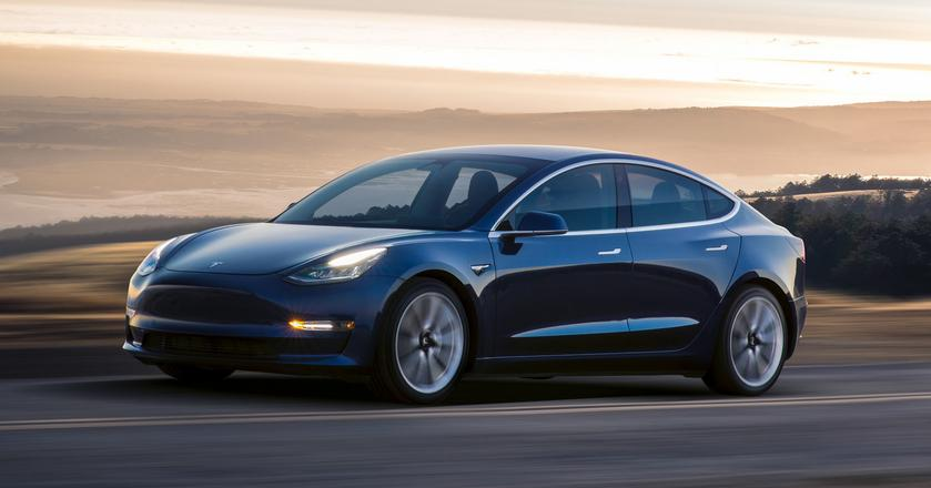 Tesla Model 3 trafiła do pierwszych klientów pod koniec lipca 2017 roku